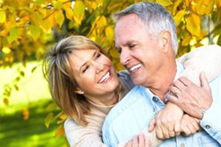 Mundtrockenheit im Alter: So bleiben die Zähne gesund