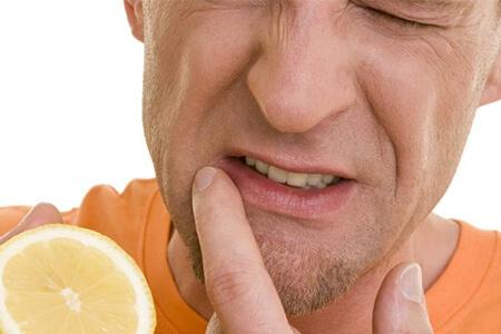 Wie Sie Ihre Zähne blendend weiß bekommen