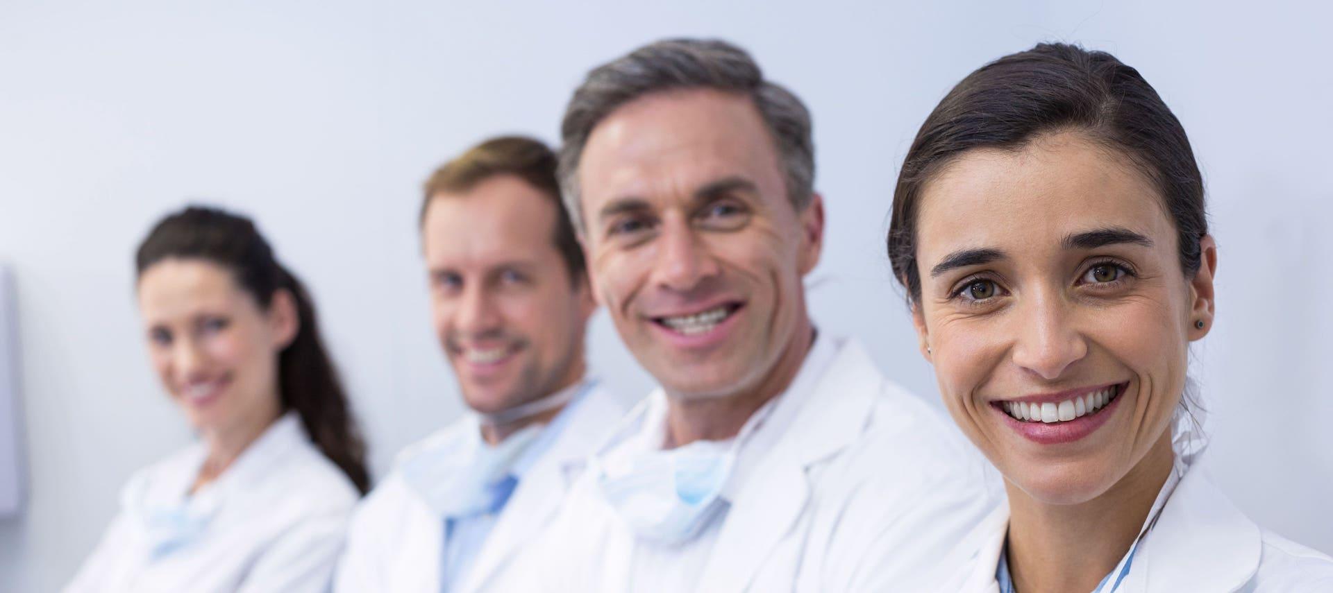 Deutscher Zahnversicherungs-Service Entscheidungshilfen Praxisreferenzen Empfehlungen von über 4000 Zahnärzten